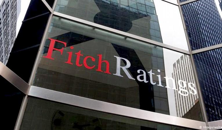 Fitch ABD'nin kredi notunu teyid etti, uyardı