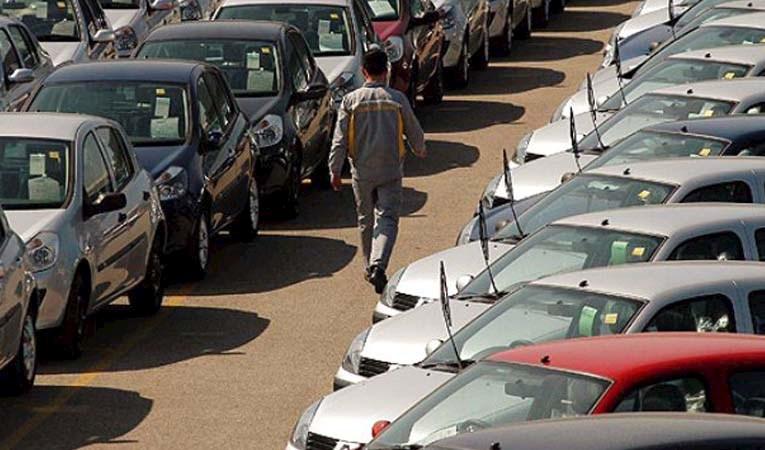 Otomotiv pazarı 8 ayda yüzde 2,3 daraldı