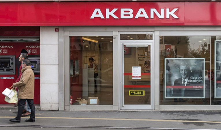 Akbank sendikasyon kredisini 800 milyon dolara yükseltti