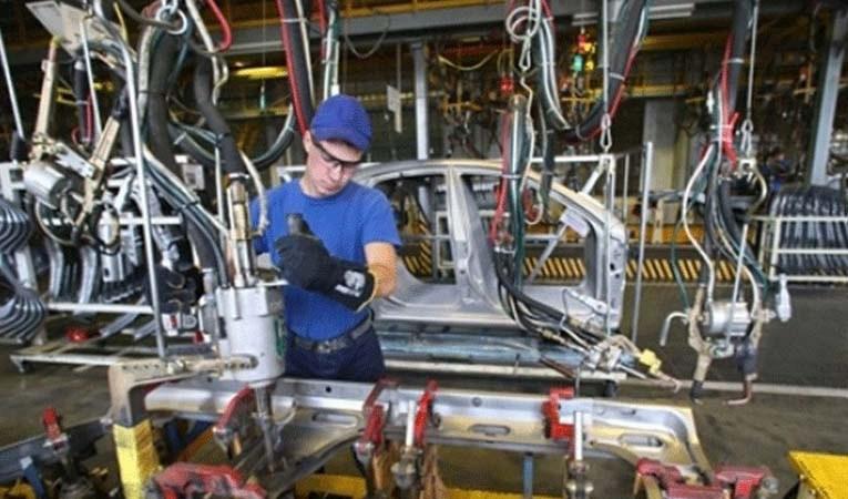 Sanayi üretimi yüzde 0,1 düştü