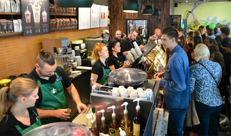 Ünlü kahve zinciri 400 şubesini kapatıyor