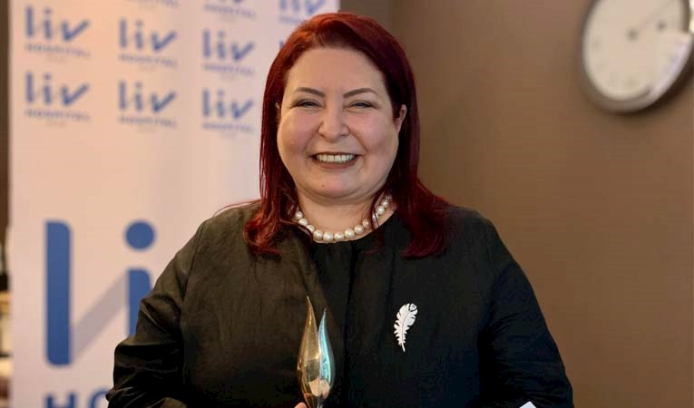 """Senur Akın Biçer'e """"Güçlü Kadın Lider"""" ödülü"""