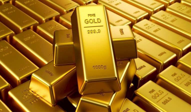 Altın, güçlü dolar ile geriledi
