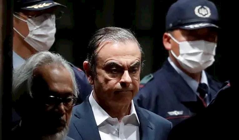 EV HAPSİNDEKİ ESKİ CEO, FİRAR ETTİ