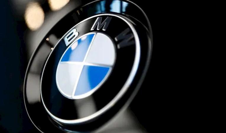 Alman otomotiv devi logosunu değiştirdi