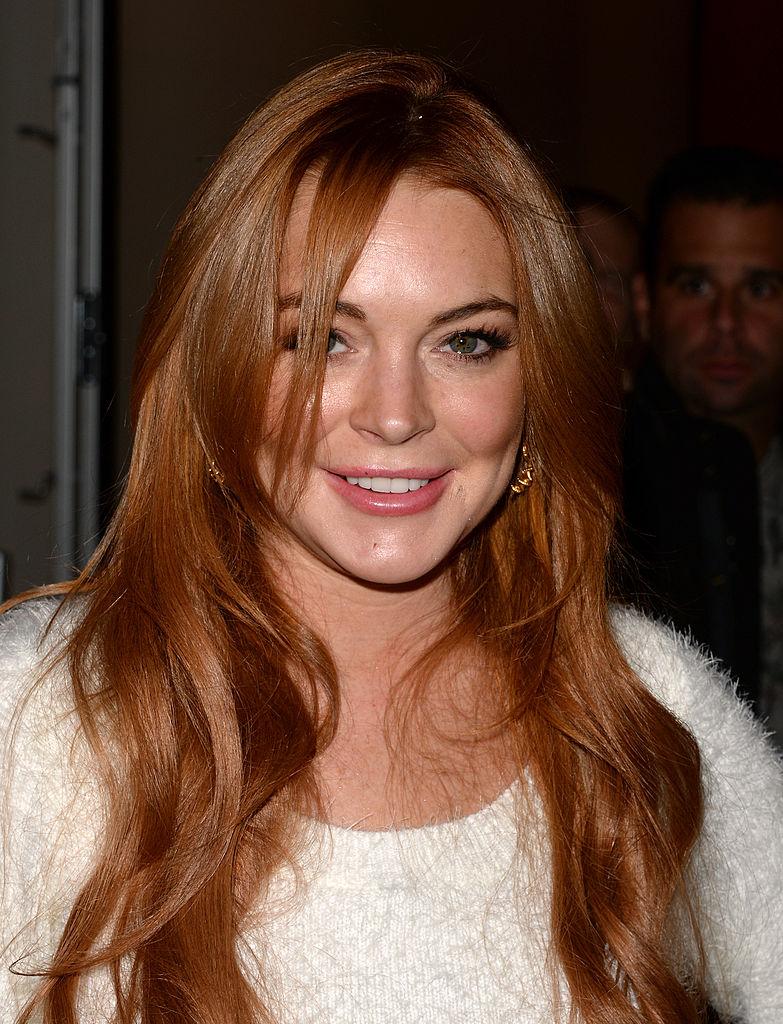 Lindsay Lohan'ın ışıltılı bakır renk saçı