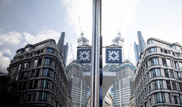 İNGİLİZ BANKALARI KAR PAYI ÖDEMELERİNİ ASKIYA ALDI