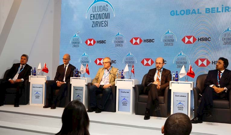 'Global Belirsizlikte Büyüme' tartışıldı