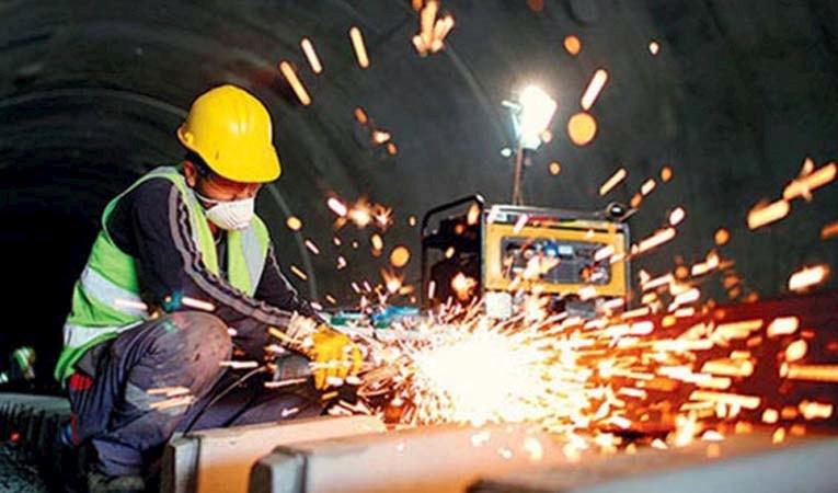 Sanayi üretimi yüzde 3,6 düştü