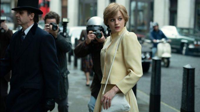 Emma Corrin, Prenses Diana olarak 'The Crown' serisinde (Netflix)